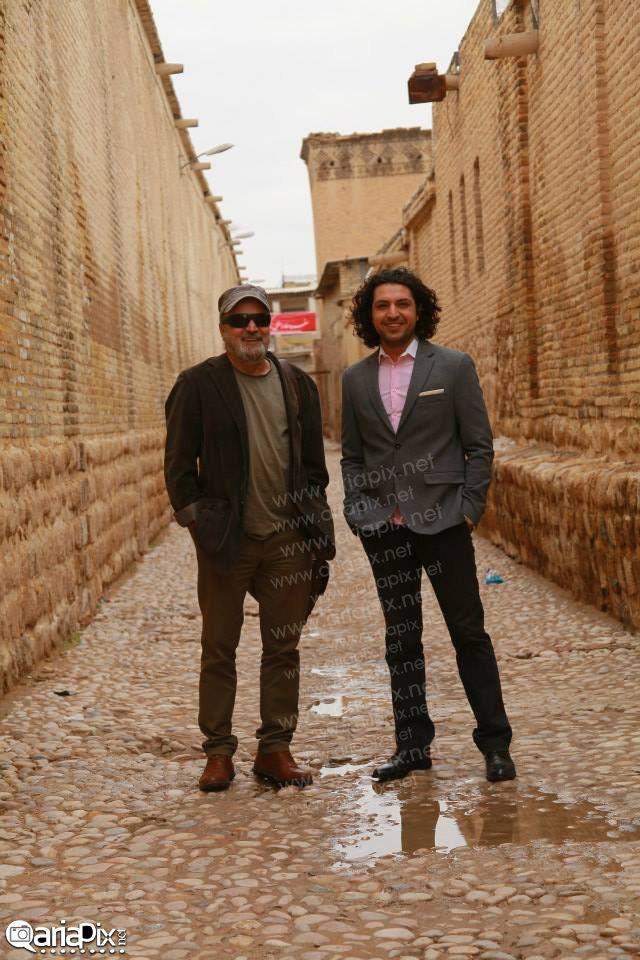 اشکان خطیبی و سیروس مقدم در پشت صحنه برنامه خوشا شیراز 1 یکم آذر