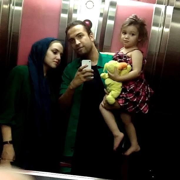 عکس از بنیامین بهادری و همسرش مرحومه نسیم حشمتی و دخترش بارانا