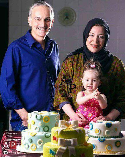 بیژن بنفشه خواه و همسرش و دخترش یاسمین