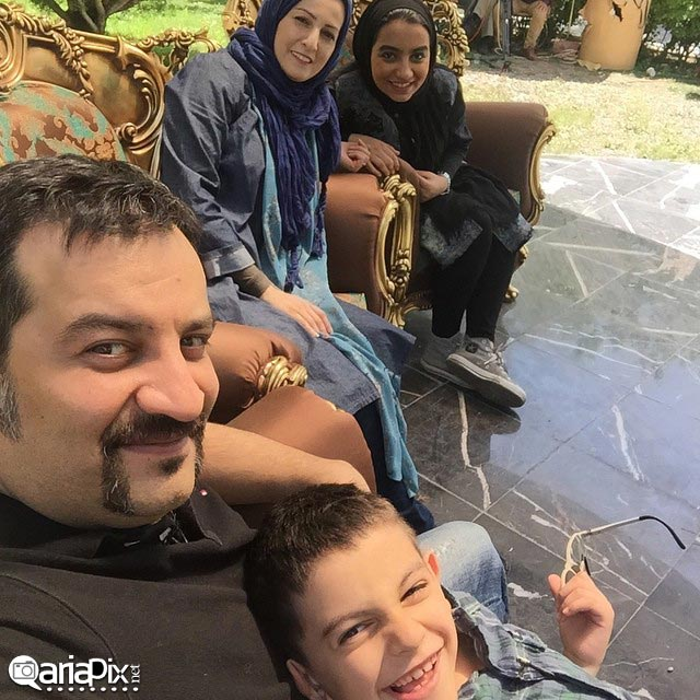 عکس خانوادگی مهراب قاسمخانی و شقایق دهقان در برنامه زنده رود