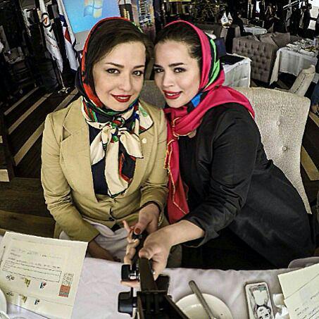 سلفی مهراوه شریفی نیا و خواهرش ملیکا شریفی نیا