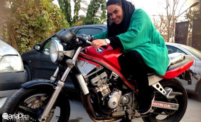 عکس جدید سارا خویینی ها سوار بر موتور سیکلت