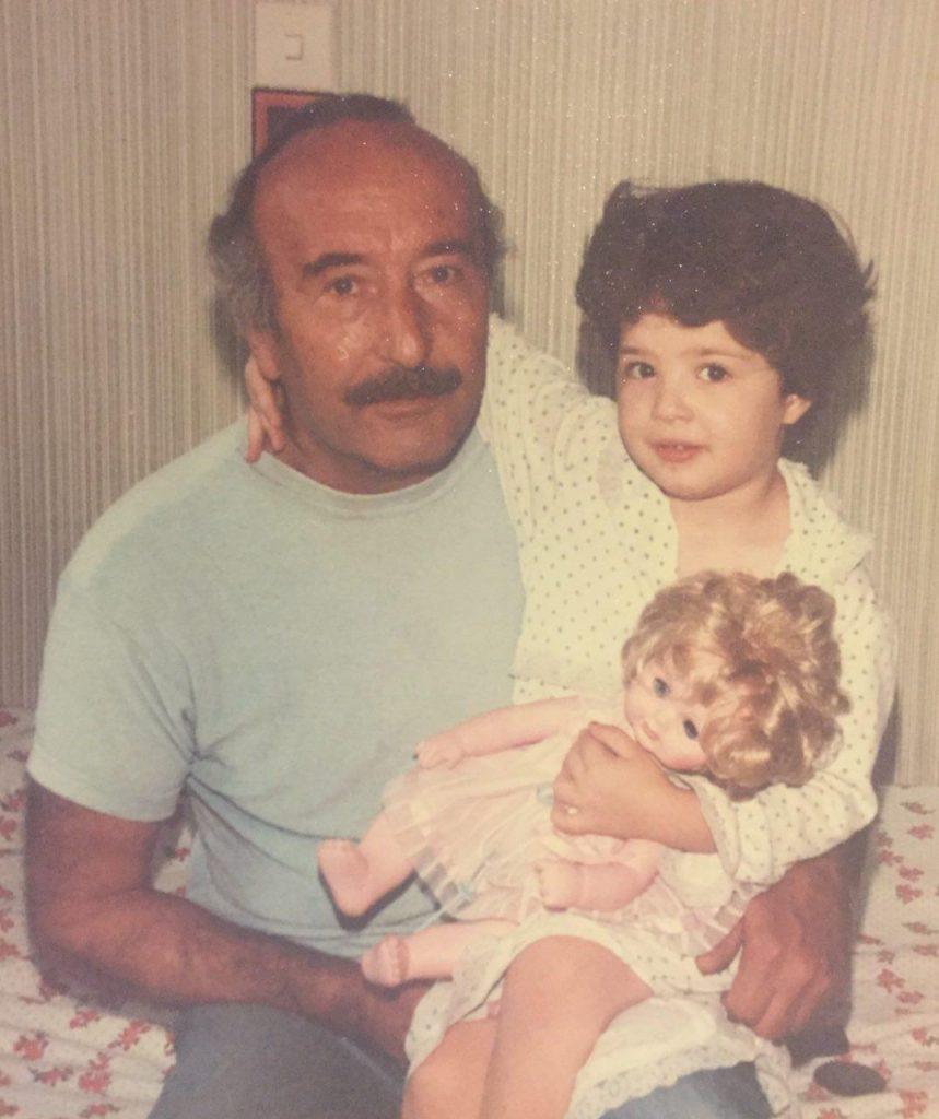 آزیتا حاجیان و پدرش, فوت پدر بزرگ مهراوه شریفی نیا