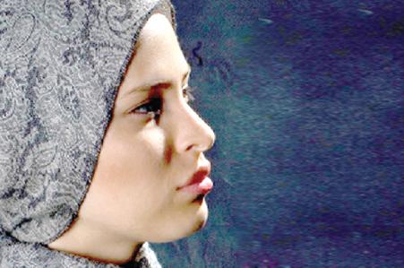 """گفتگو با شیرین اسماعیلی بازیگر  نازنین در"""" همه چیز آنجاست"""""""