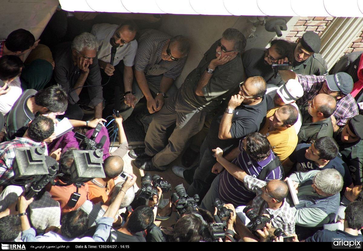 عکسهای تجمع بازیگران و هنرمندان در مقابل خانه سینما
