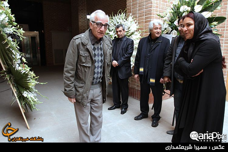 مراسم ختم پدر تهمینه میلانی کارگردان با حضور بازیگران