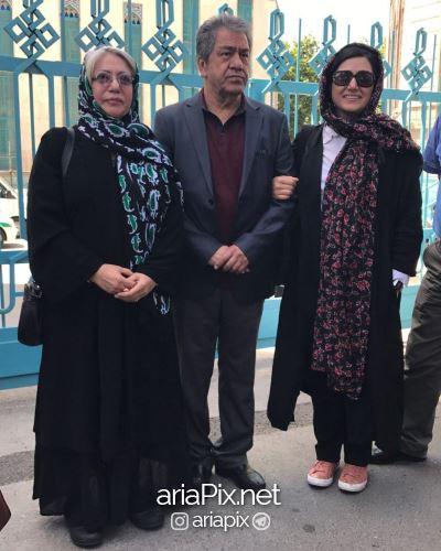 حضور باران کوثری به همراه مادر و پدرش در رای گیری انتخابات